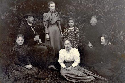 Gruppebilde - Oselia fotografert i 1916