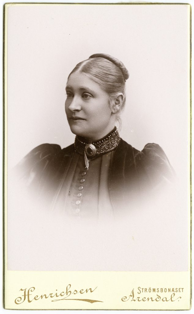 Augusta Lund. Fotograf: Henrichsen. Billedsamlingen, Kuben.