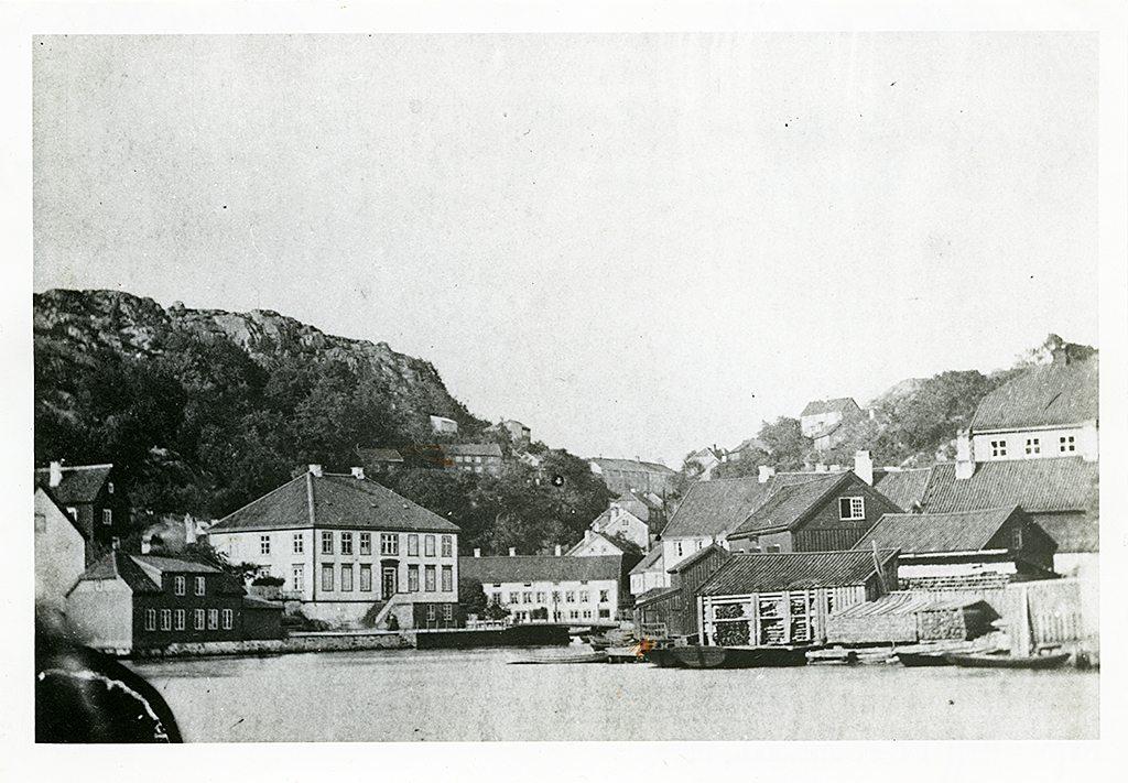 Bildet tilhører AAMA sine samlinger og er en kopi fra Hoff Foto i Arendal.