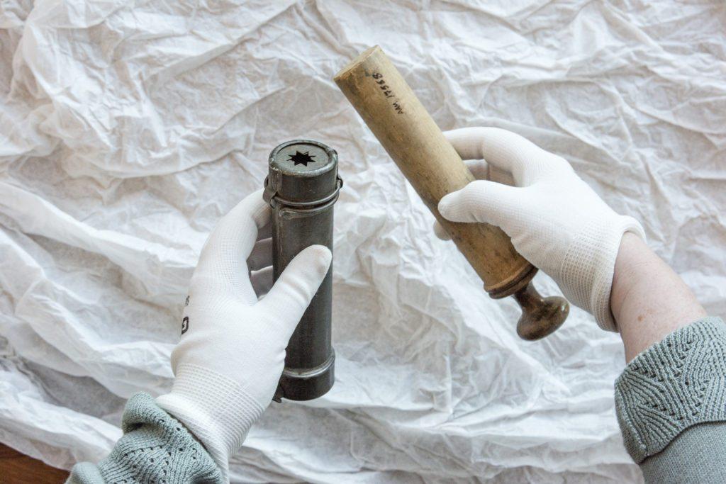 Kremsprøyte fra ca. 1870 laget i blikk og bjørketre