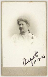 Portrett av Aagot Dedekam f. Sørensen