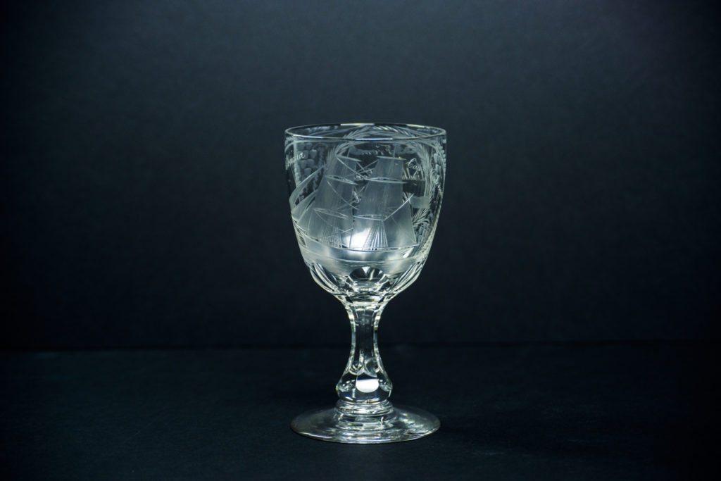 Nydelig ølglass i krystall laget i England rundt 1860. Foto. Gerd Corrigan, Kuben.
