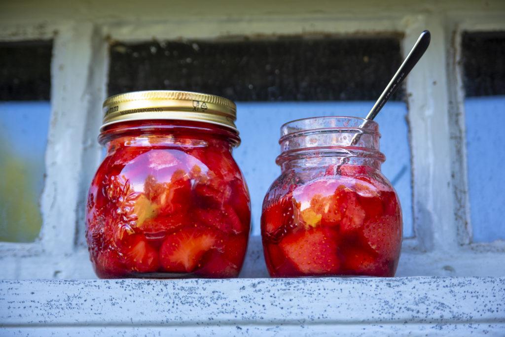 Deilig og fyldig jordbærsyltetøy. Det var vel verdt strevet.