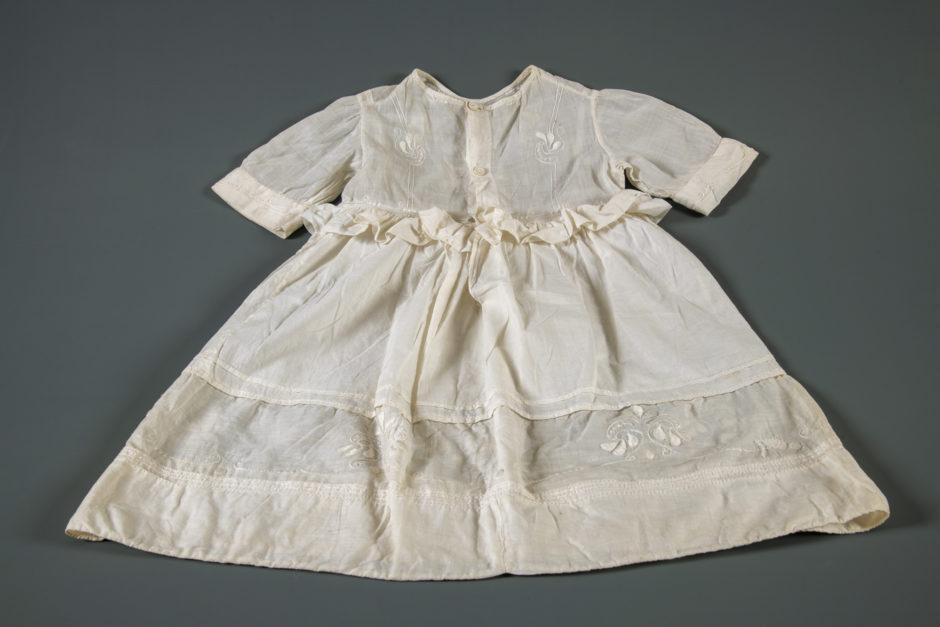 Barnekjole fra 1800-tallet.